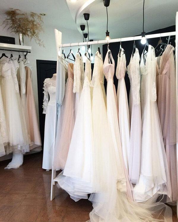 Как разнообразить ассортимент своего свадебного салона?