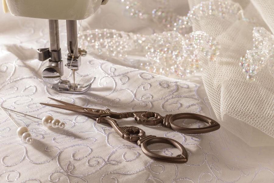 Почему услуга подгонки свадебного платья важна, и как ее правильно провести?